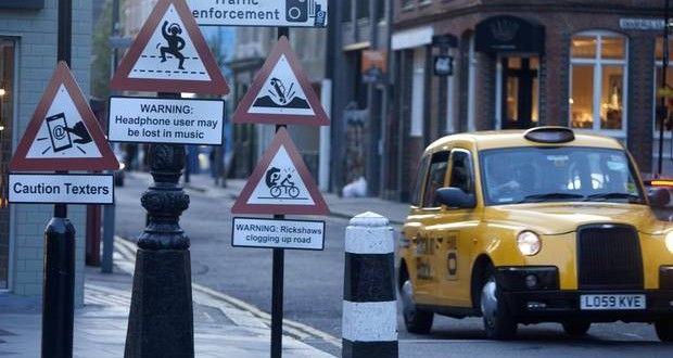 Taxi drivers need new warnings to alert London drivers